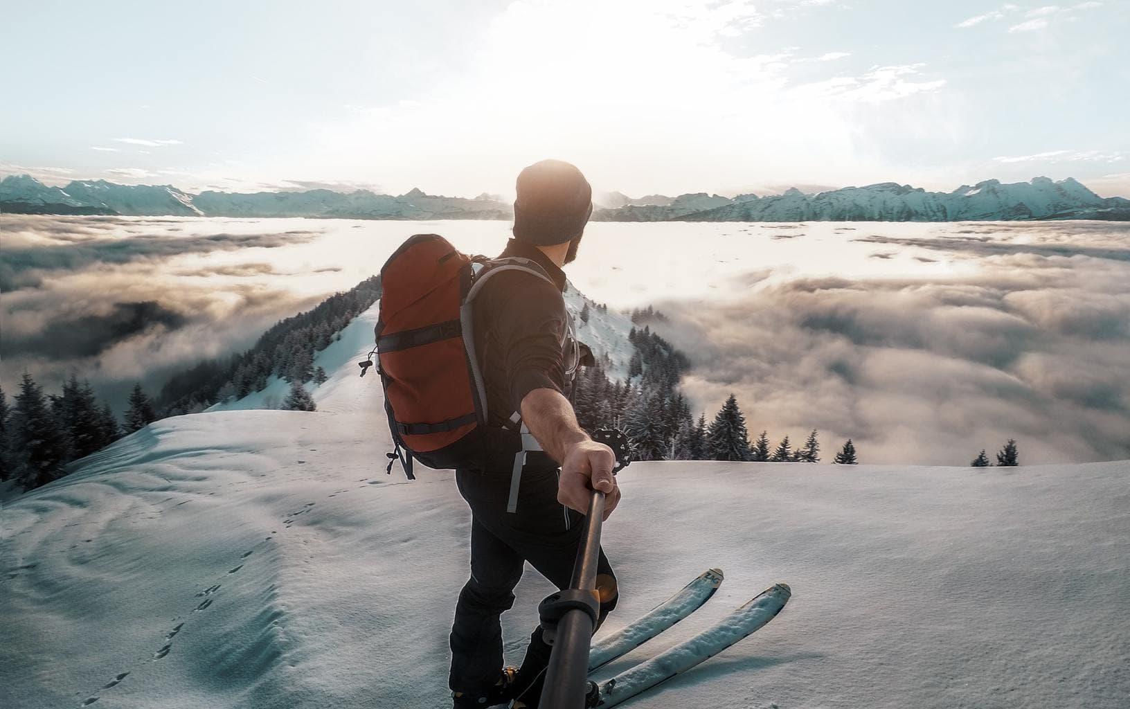 Fotografía de paisaje nevado tomado con GoPro en palo selfie