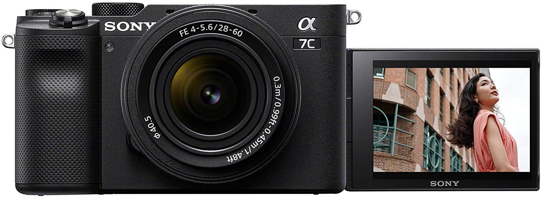 Vista frontal de Sony A7C con pantalla abatida