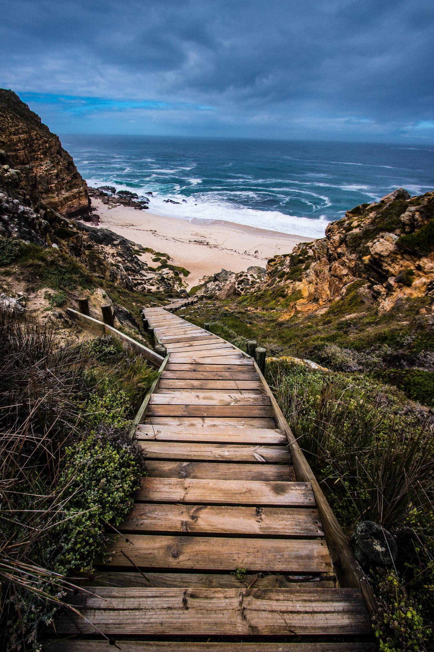 Camino de madera al mar