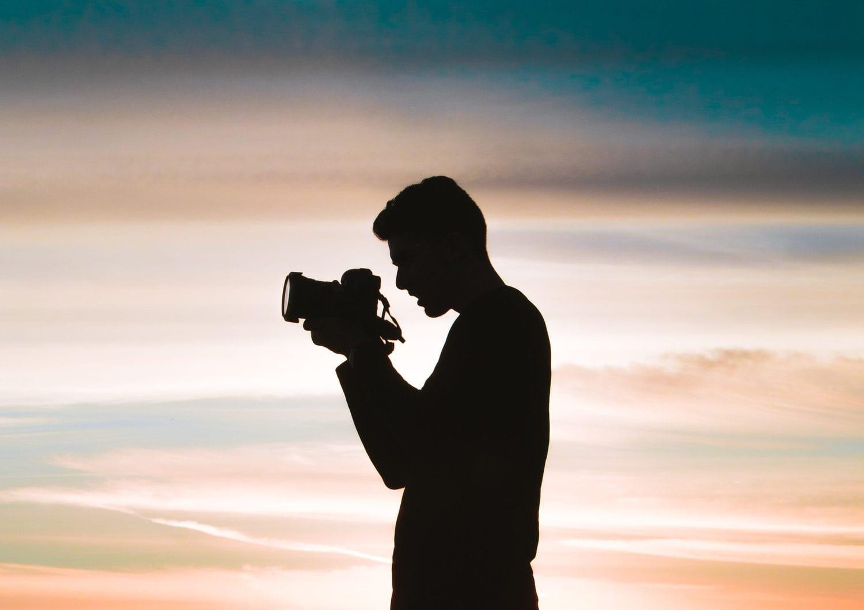 silueta de fotógrafo