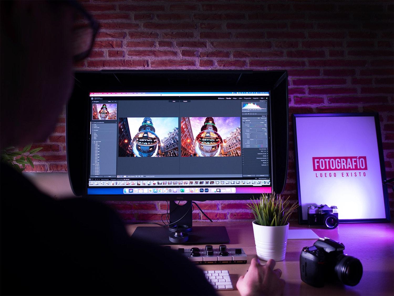 Monitor para fotografía encendido