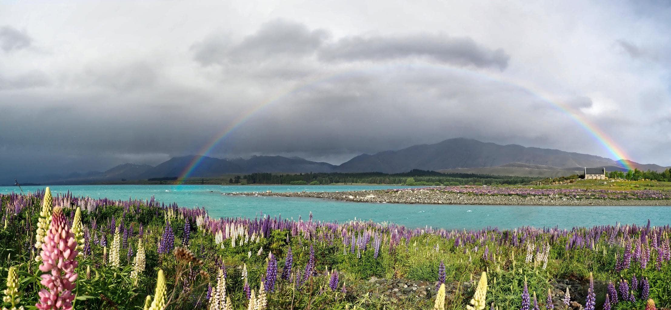 Paisaje con arcoíris y con una composición interesante en cielo y tierra
