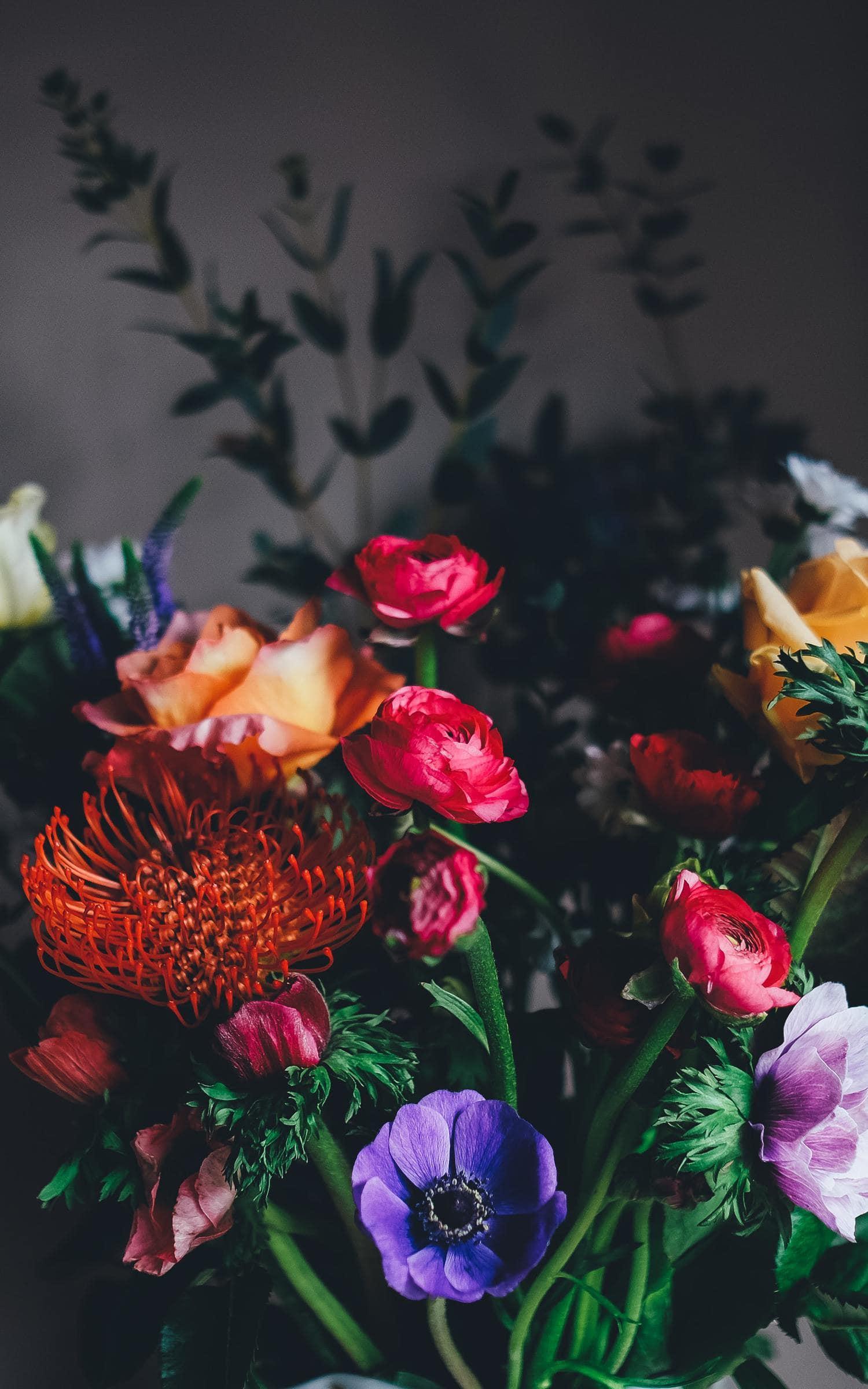 Ramo de flores luz ventana