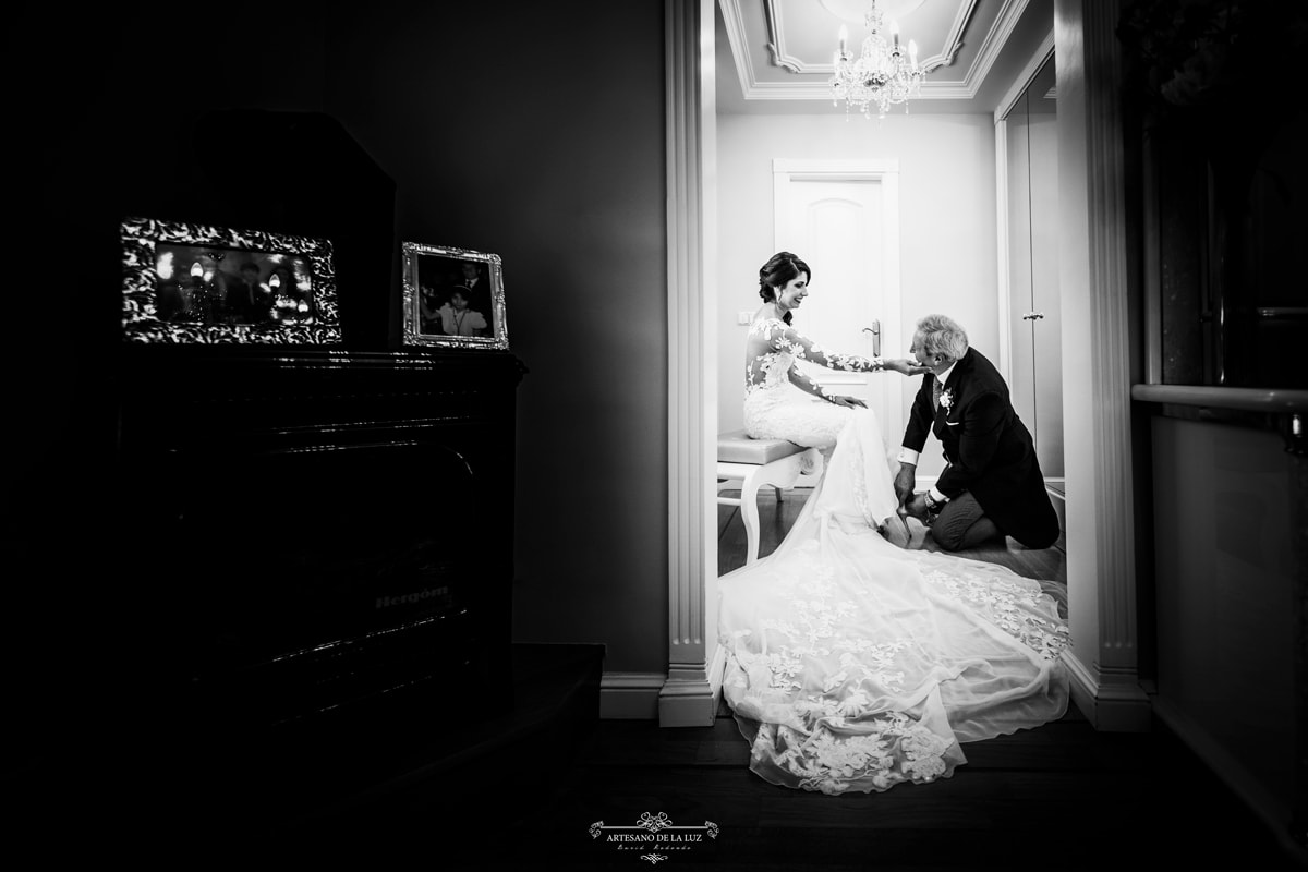 Novia y padrino en los preparativos boda
