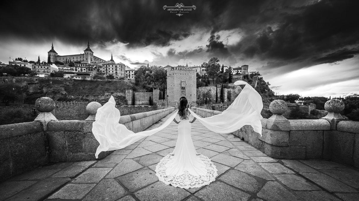 Fotografía de novia en blanco y negro