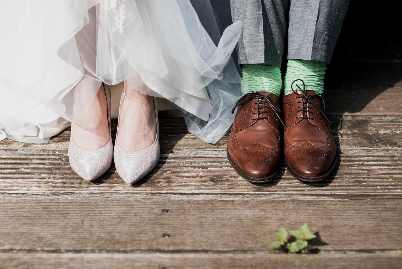 Pies de novios en el día de la boda