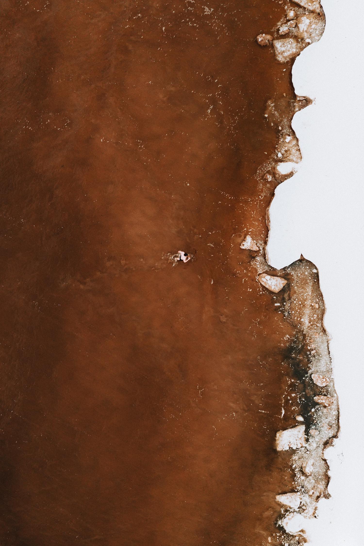 Agua marrón desde el aire para fotoreto117