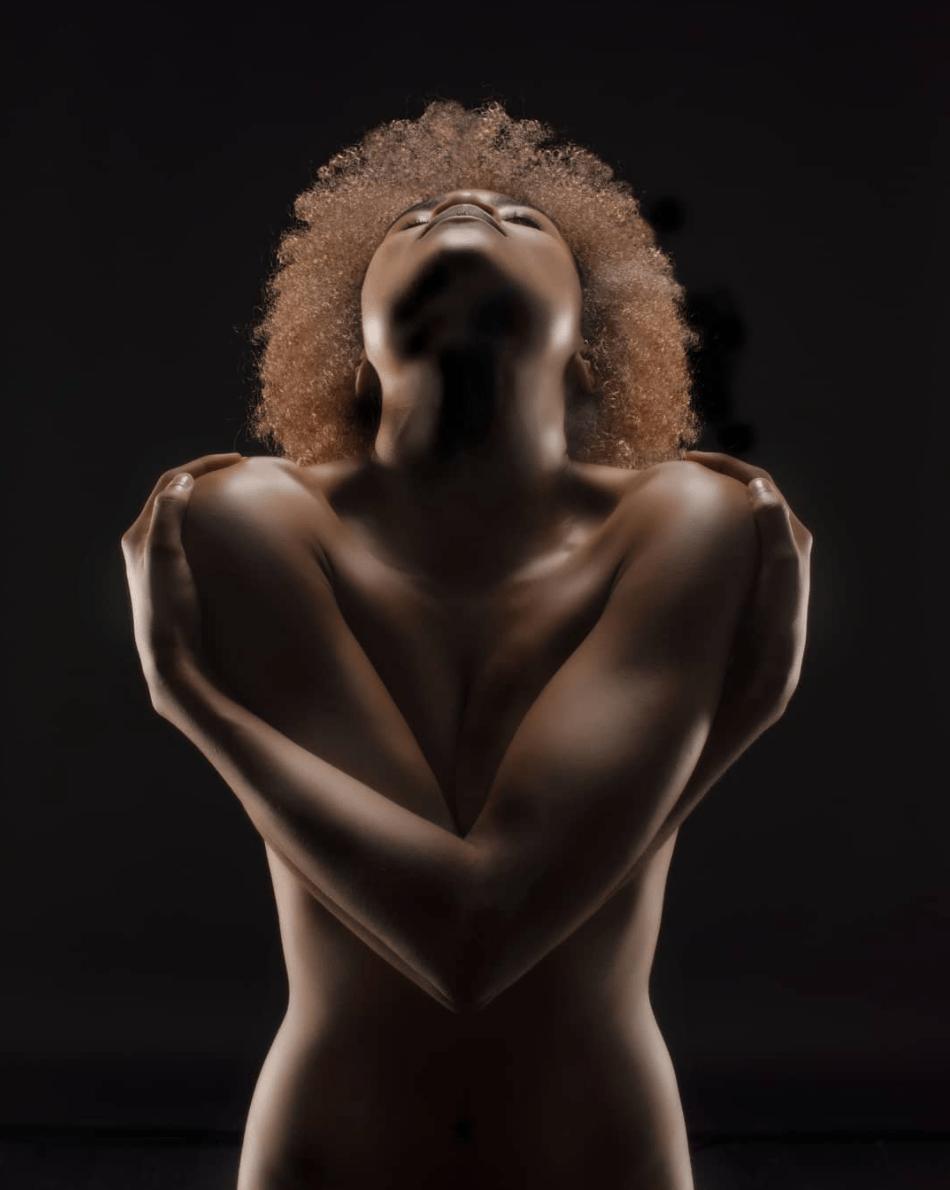 Desnudo para el tema marrón ganadora del fotoreto121